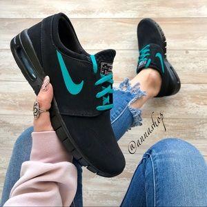 b97b2ec461e57 Nike Shoes - NWT Nike ID Stefan Janoski Max Custom